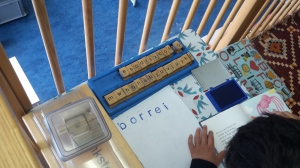 Oefenen met letters: je favoriete boekje nastempelen!