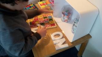 Nog nooit heb ik kinderen zo enthousiast letters zien ontdekken!